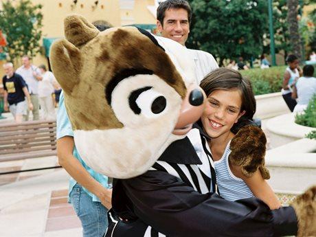 Disneyland-Knabbel-kust-meisje