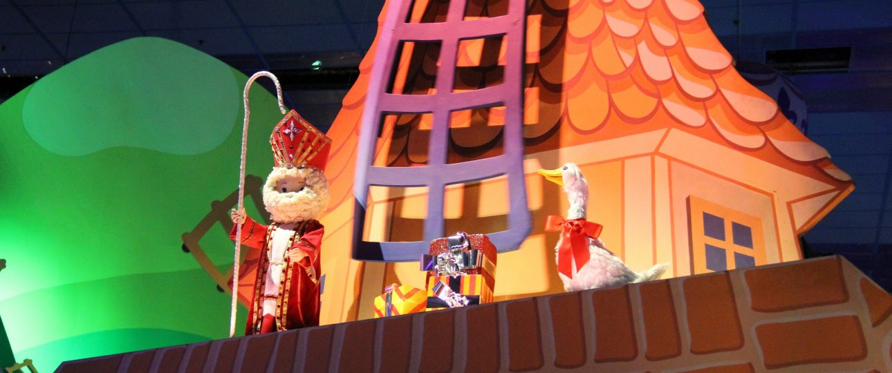Disneyland-Parijs-kerst-Sinterklaas-Its-a-Small-World
