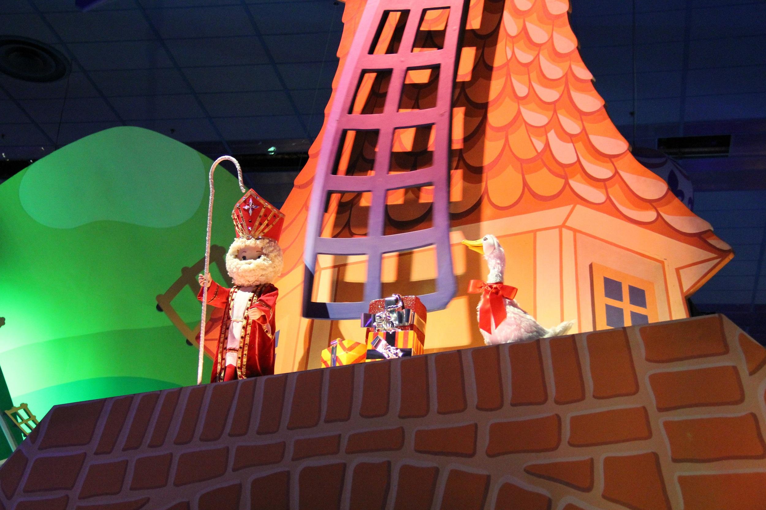 Disneyland-Parijs-kerst-Sinterklaas-Its-a-Small-World