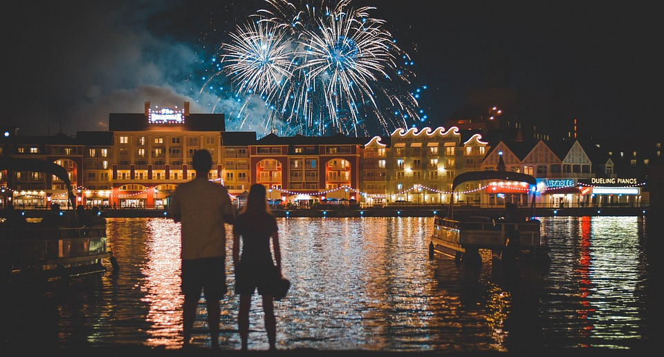 Disneyland-parijs-vuurwerk-aanbieding