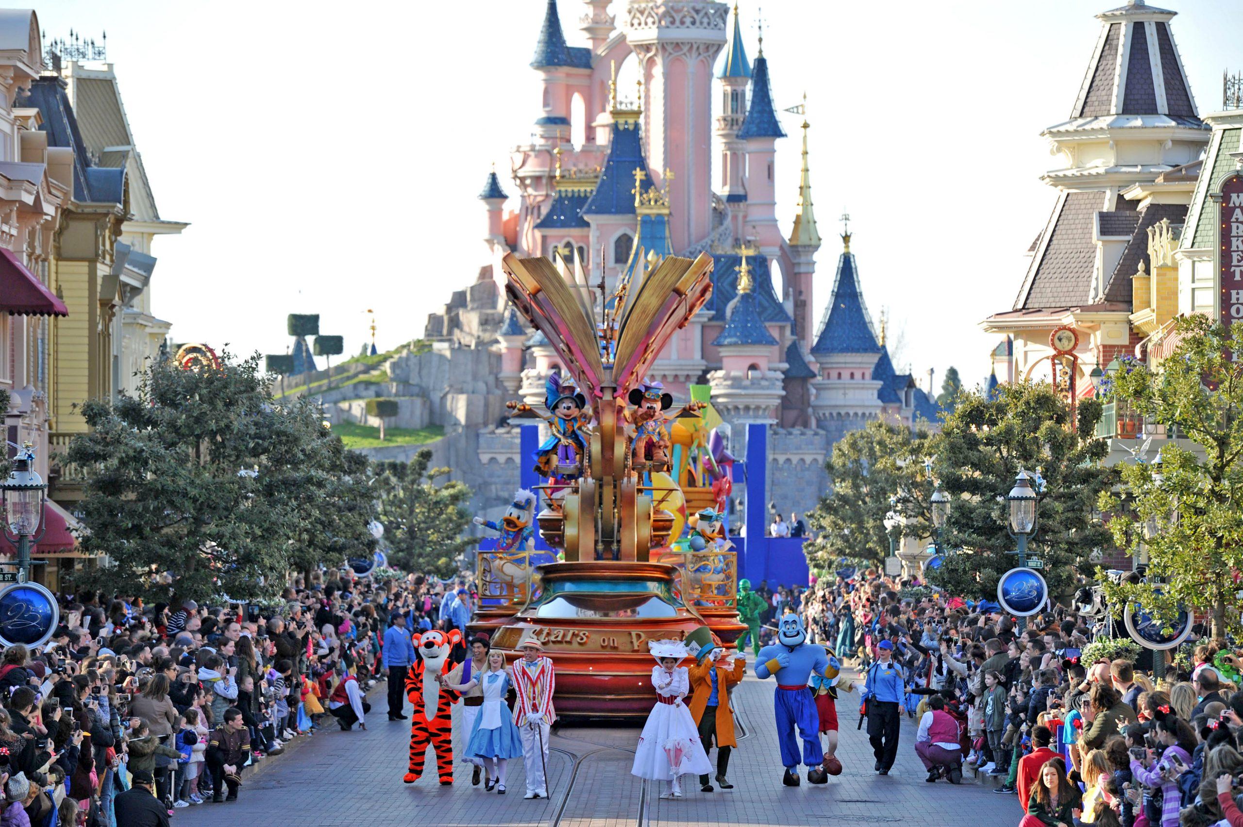 Disneyland-paris-disneystars-on-parade